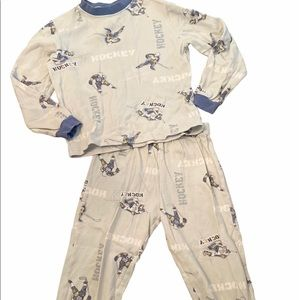 ✨3 for $30✨4T Boys 2PC Hockey Pajama Set
